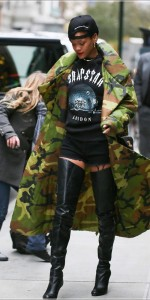 Rihanna seen with fans as she gets into a waiting car in New York City, USA. Pictured: Rihanna Ref: SPL455862  071112   Picture by: PPNY  / Splash News Splash News and Pictures Los Angeles:310-821-2666 New York:212-619-2666 London:870-934-2666 photodesk@splashnews.com